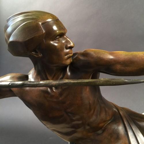 """Max Le Verrier ( 1891 - 1973 ) grande sculpture  ( 90 cm ) """" L'embuscade """" stylisée Art Déco sur socle en granit"""